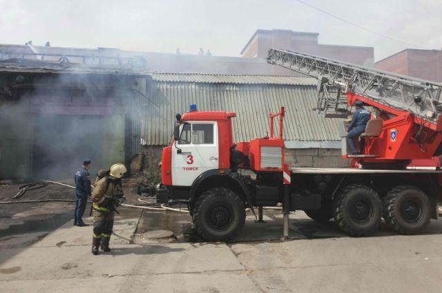 Пожар в томском автосервисе произошёл 25 мая.