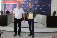 Благодарственное письмо Никите вручил заместитель начальника Управления, подполковник внутренней службы Дмитрий Гончаревич.