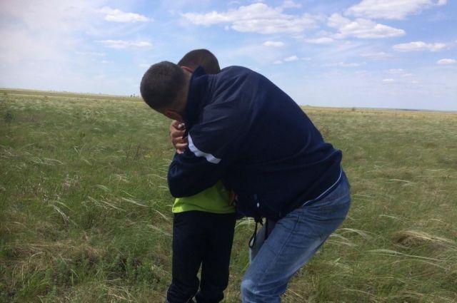 Ушел на рыбалку в Казахстане: в Оренбуржье найден пропавший ребенок