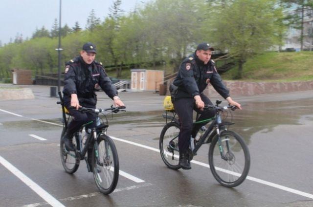 Взвод полицейских велосипедистов сформирован из 10 наиболее подготовленных сотрудников полка патрульно-постовой службы