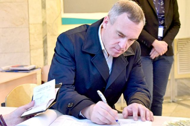 Руслан Кухарук проголосовал на счетном участке в Калининском АО