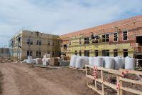 В сентябре строители сдают готовое здание детского сада.