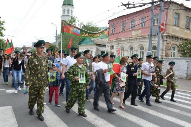 В Оренбурге День пограничника отметили шествием и возложением цветов