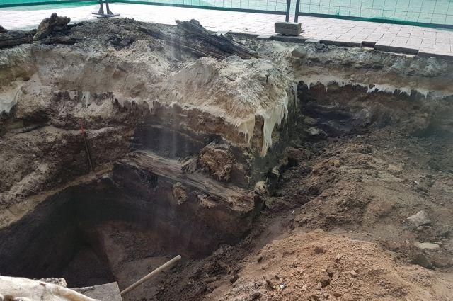 Мостовую обнаружили на глубине около полуметра от нынешней поверхности Ивановского съезда.