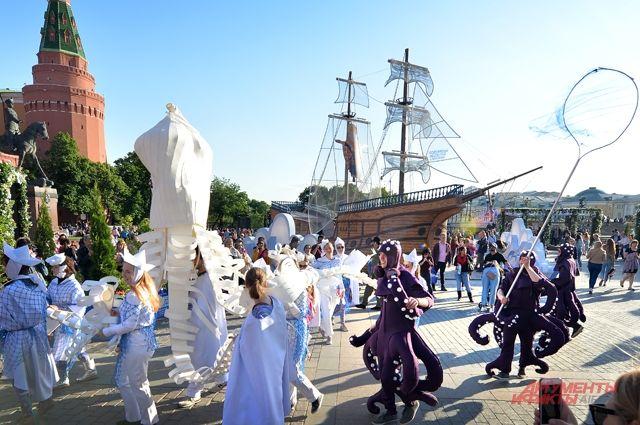 Морские обитатели «приплыли»  на Манежную площадь вместе с венецианским «Кораблём даров».