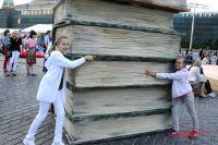 На Книжном фестивале и взрослые, и дети найдут книги всех направлений. И размеров.