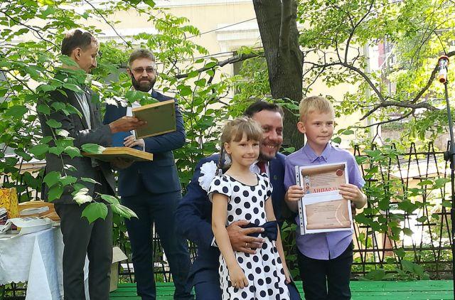 Награждали победителей во дворе краевого Центра народной культуры.