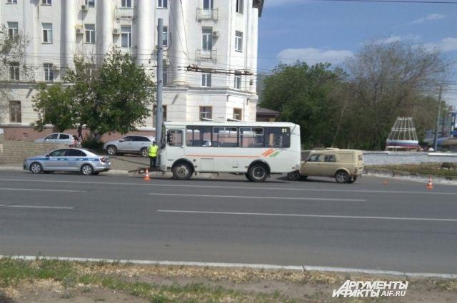 УМВД:  в Оренбурге в ДТП с «ПАЗом» и «Нивой» пострадал пенсионер