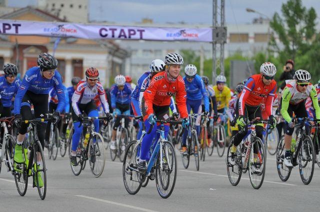 В гонке принимали участие омичи от мала до велика.