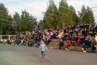 За короткие сроки на пустыре в два гектара появились сцена и зрительские трибуны на две тысячи мест.