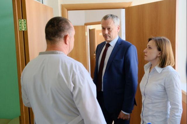 Андрей Травников в новом медицинском отделении для детей
