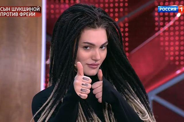 Фрейя Зильбер на съемках передачи «Прямой эфир»