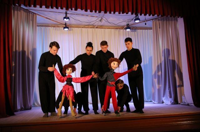 Народный театр кукол «Премьер» из Братского района за шоу-программу «Весенний каламбур» получил диплом I степени.