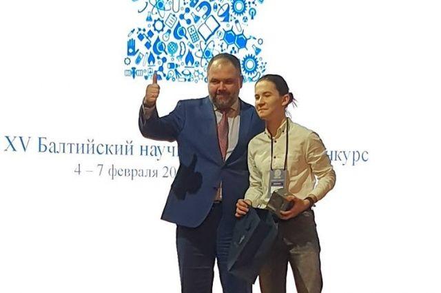 На международной выставке Даниил Казанцев наглядно демонстрировал своё изобретение.