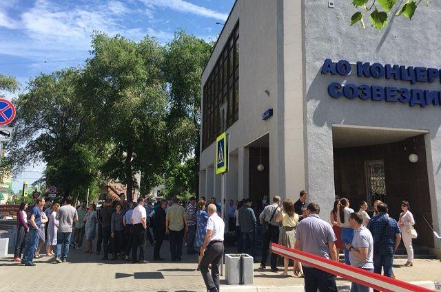 За последний весенний месяц более чем из двадцати новосибирских торговых и бизнес-центров эвакуировали посетителей.