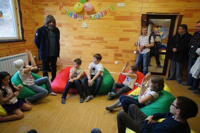 Известный  российский путешественник Фёдор Конюхов на встрече с детьми.