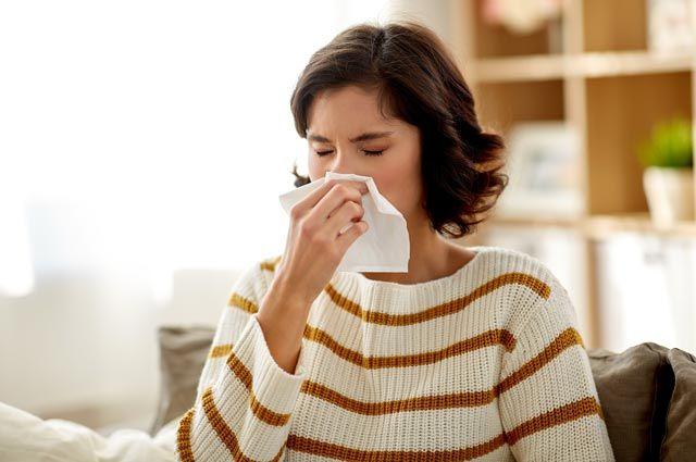 Какие продукты не стоит есть, если появилась «аллергия» на тополиный пух?