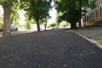 В Николаеве вместо тротуарной плитки за 175 тысяч гривен уложили асфальт