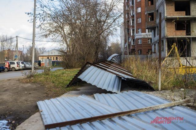 Также в Новосибирске поднялась пылевая буря, ставшая причиной многочисленных аварий.