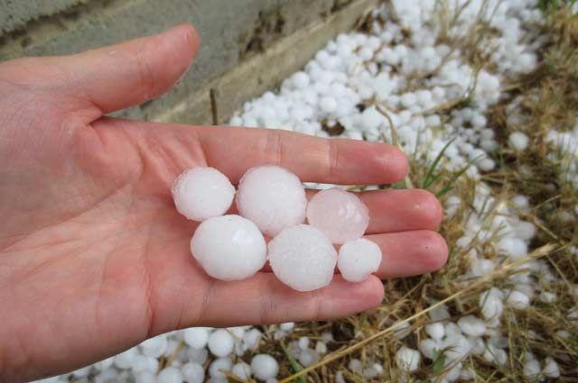 30 мая на Сыктывкар и южные районы республики обрушился сильный ливень и град.