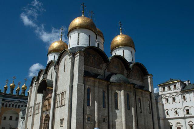 Успенский собор на Соборной площади Московского Кремля.