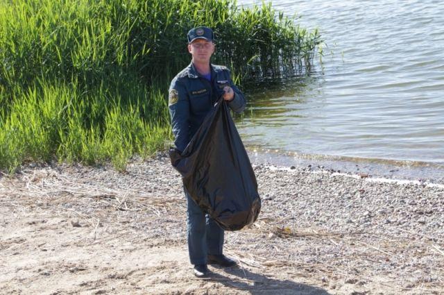Сотрудники МЧС приняли участие во всероссийской акции «Чистый берег»