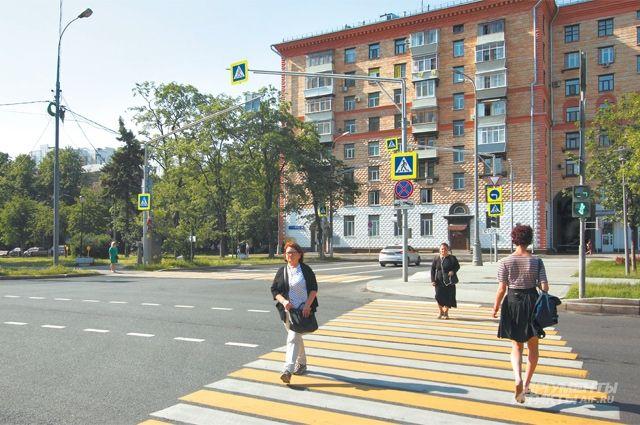 Улица Дмитрия Ульянова – одна из центральных магистралей Академического.