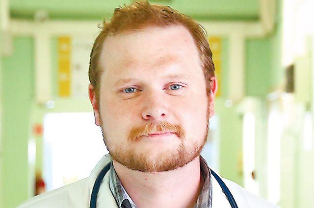 Доктор Сергеев говорит, что сдетства мечтал стать врачом иработать сдетьми.