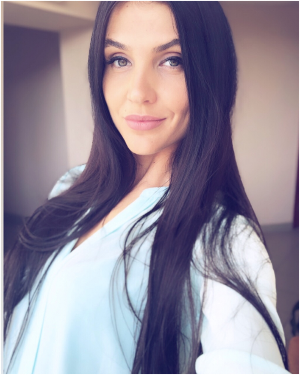 Ксения Тарасова, 28 лет. Менеджер ООО «Гармония». Хобби: спорт.