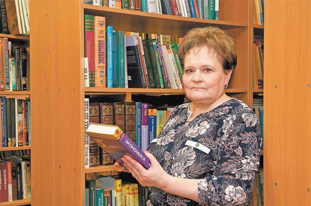 В этом году Елена Чуракова тоже отмечает юбилей– 45лет, как она руководит библиотекой №184  на ул.Академика Варги, д.38.