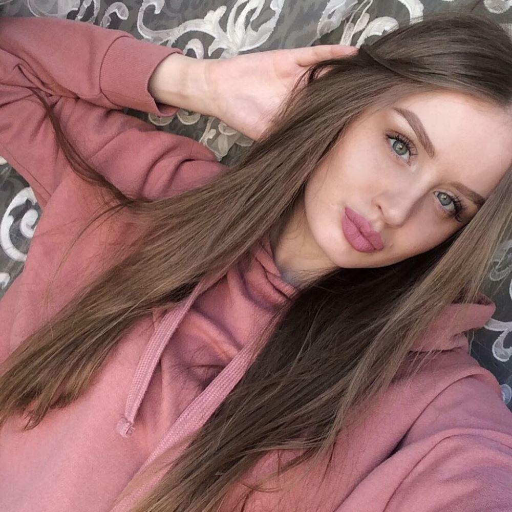 Екатерина Шульгина, 22 года. Помощник генерального директора ООО «Транслизинг». Хобби: фитнес, чтение книг.