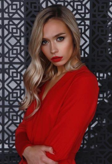 Дарья Казарская, 25 лет. Менеджер в компании «Литек». Хобби: балет.