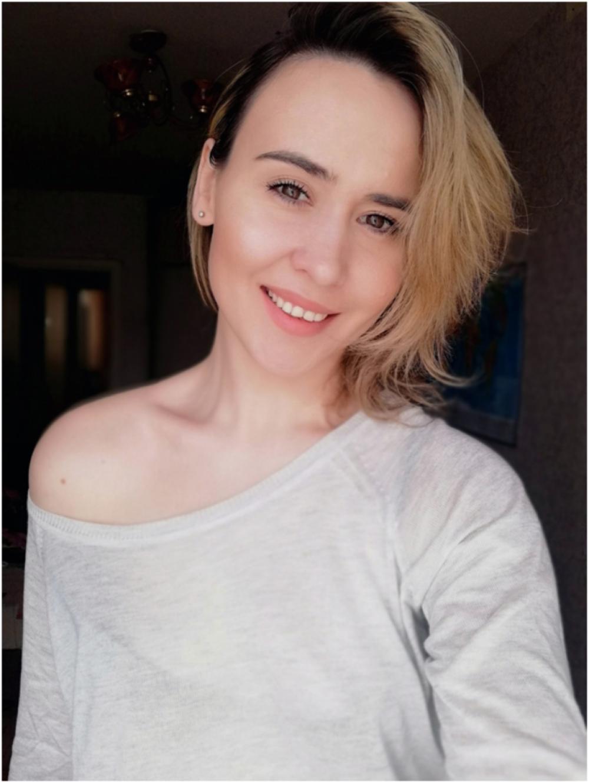 Нина Усольцева, 33 года. Менеджер по продажам ООО «Три цвета». Хобби: визаж.