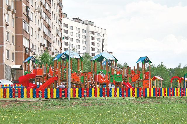 Детская площадка спроектирована с учётом возраста и интересов детей.
