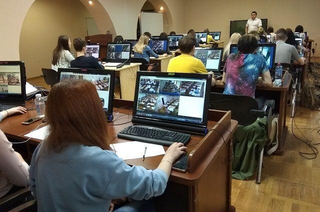 Онлайн-наблюдатели в ситуационном центре Обрнадзора Башкирии.