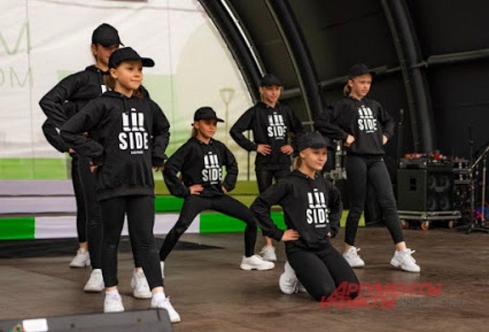 Лучшие творческие коллективы города представили публике музыкальные, танцевальные и театральные номера.
