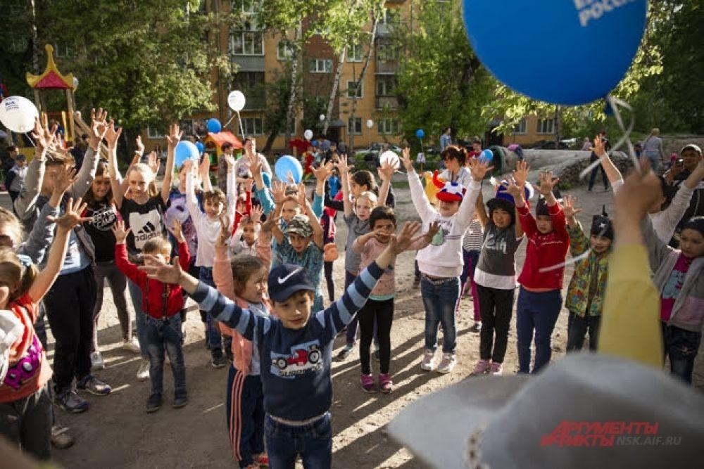 Для юных новосибирцев были организованы и проведены оздоровительные разминки.