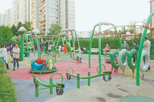 Детская площадка в Обручевском районе.