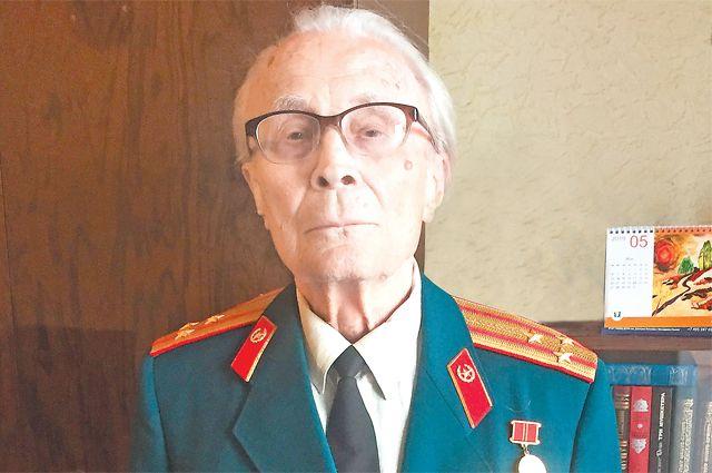 В свои 92 года Владимир Владимирович сохраняет бравый вид.
