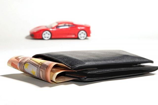 Долг по налогу на имущество физлиц есть у 587 тысяч новосибирцев, а это почти каждый пятый житель региона, по транспортному налогу — у 425 тысяч человек, по земельному налогу — у 360 тысяч.
