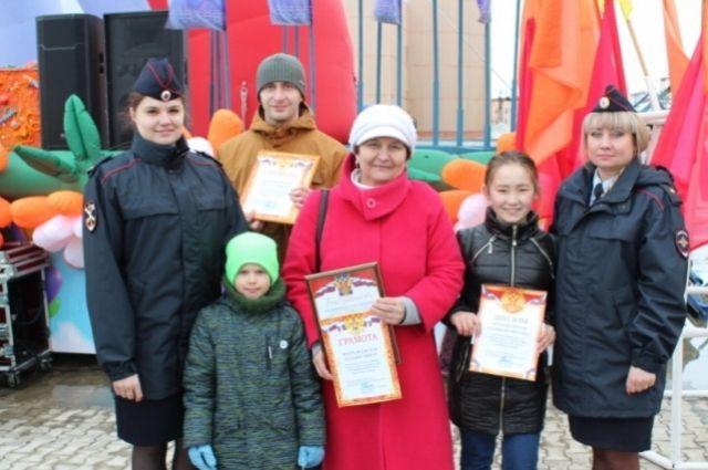 Почетными грамотами и подарками были отмечены все дети, принявшие участие во Всероссийской конкурсе «Полицейский дядя Стёпа»