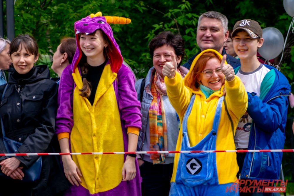 Яркие костюмы нашлись и у зрителей