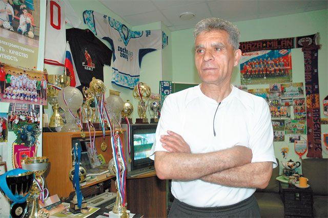 Артём Товмасян больше 50 лет тренирует детей Академического района.