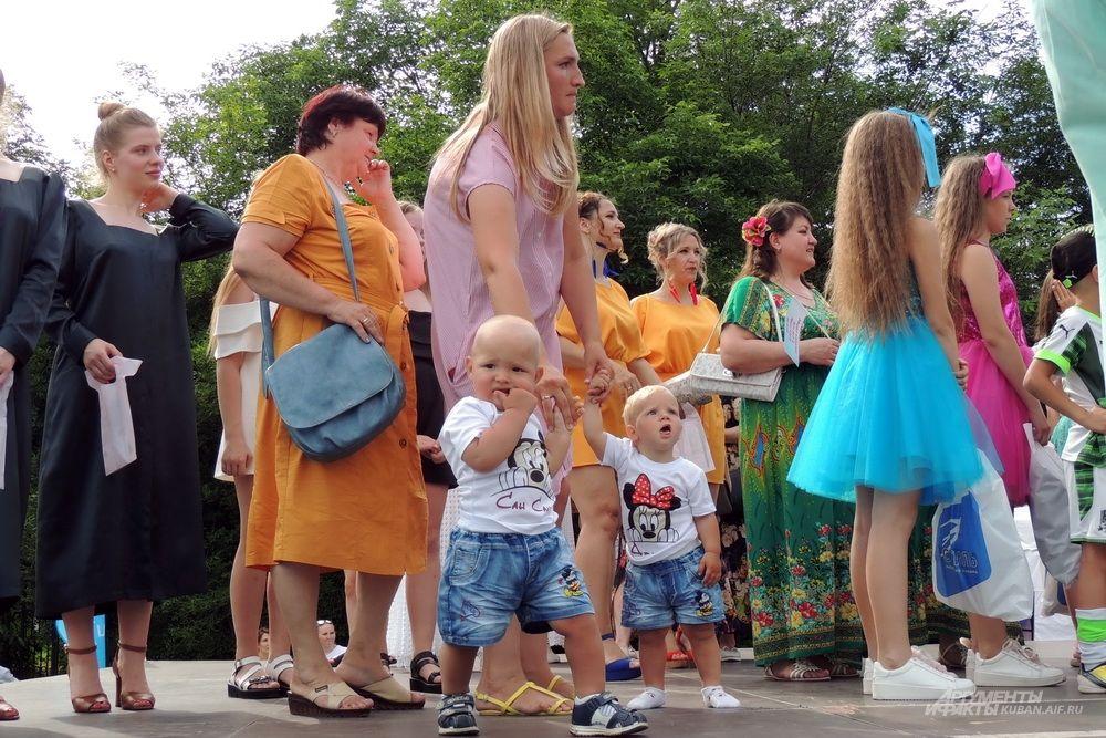 Одни из самых юных участников фестиваля.