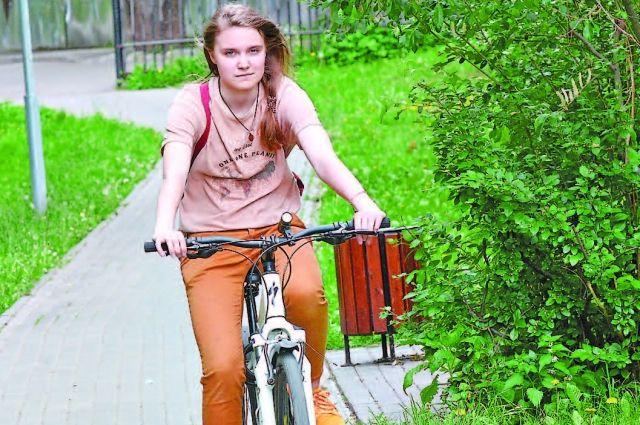По обустроенным дорожкам мини-парка стало удобнее кататься на велосипеде.