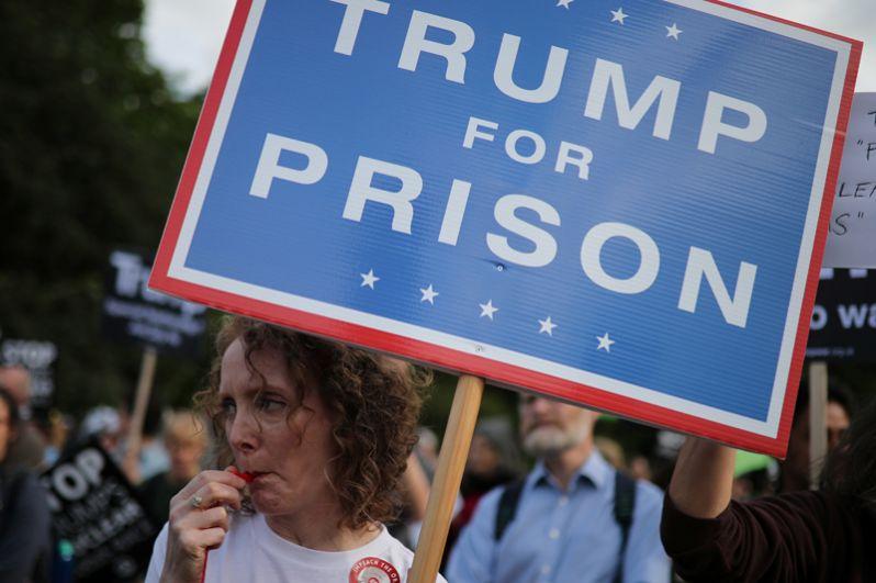 Во время визита Трампа в Великобританию в Лондоне проходят многочисленные митинги против американского президента.