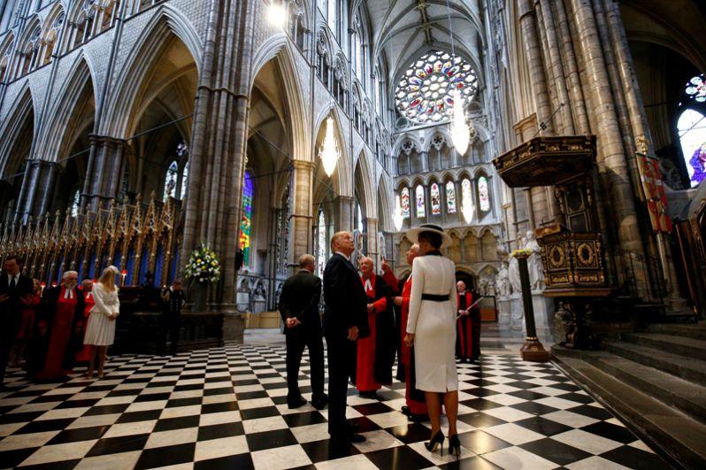 Дональд Трамп и члены его семьи во время посещения Вестминстерского аббатства.