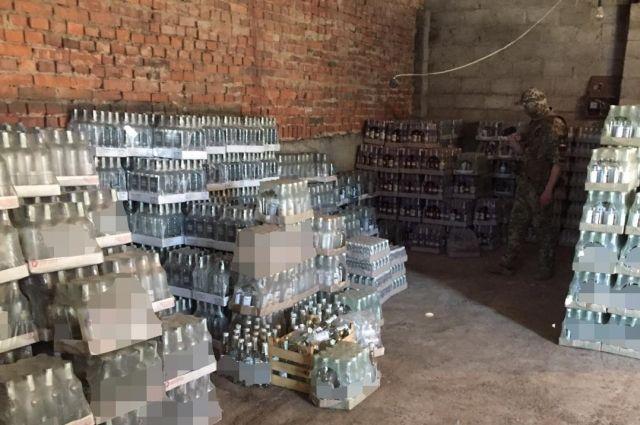 В Донецкой области подпольно штамповали поддельный алкоголь