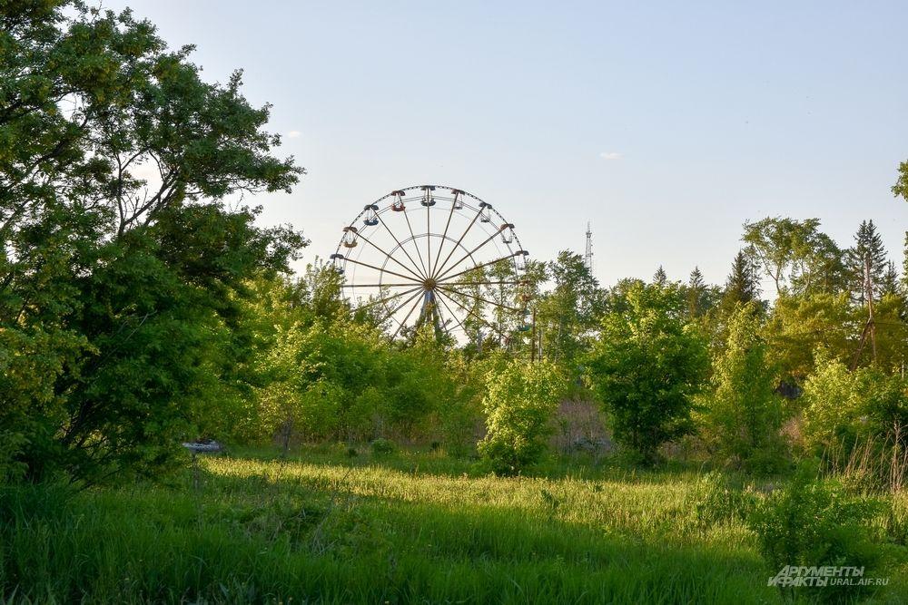 На границе с трассой – парк культуры и отдыха с колесом обозрения. Главное – было бы на что смотреть.