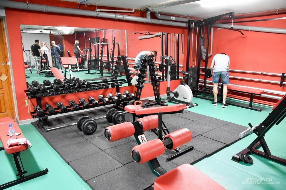 В подвалах открыли фитнес-центр, пользующийся популярностью среди богдановичевцев.
